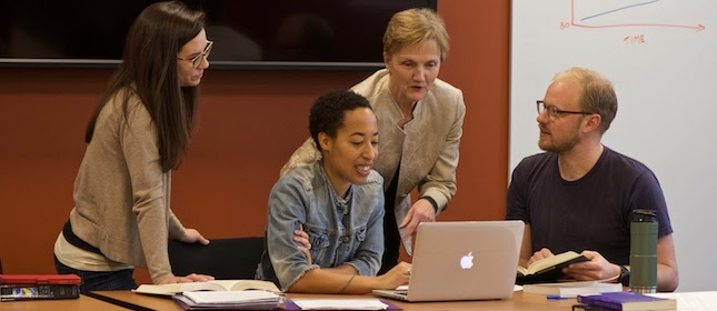 SSW professor Pegg O'Neill and three Smith MSW students, looking at a laptop computer